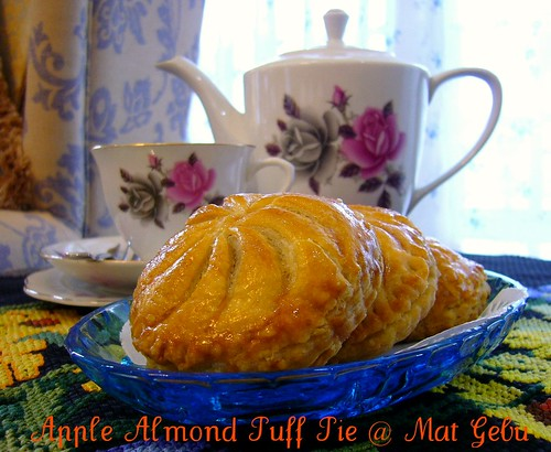 Apple Almond Puff Pie