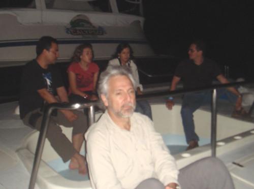 En el catamarán, con el jacuzzi vacío, en la madrugada