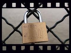 Cadenas d'amour - Lovepadlocks - Lucchetti d'Amore - Paris Pont des arts (normandie2005_horst Moi_et_le_monde) Tags: paris seine cadenas frankreich ledefrance lock arts pont locks padlock parijs padlocks parigi pontdesarts pras  lucchetti pary   pa   pariisi pariz lovelocks pontdesartes   parze paris lovepadlocks lucchettidamore lovepadlock paris01louvre     parios    paryiuje amorchetti vorhngeschlossparis01louvreledefrancefrankreichfra pontdesarteskeys cadenasdamoure