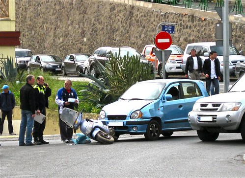 Accidente en la rotonda del Tesorillo
