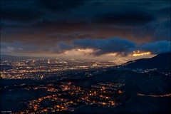 Cloudy Burbank (Lucas Janin | www.lucasjanin.com) Tags: california city longexposure blue light sunset red sky orange usa cloud color night iso200 losangeles nikon glendale outdoor lumire ciel f90 burbank nikkor nuage nuit ville lightroom 70mm longueexposition 50sec nikond700 lucasjanin afsnikkor2470mmf28ged