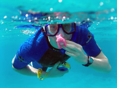 simon and ike snorkelling (Vicki @ Pennycress) Tags: sun sol bay mar y egypt makadi