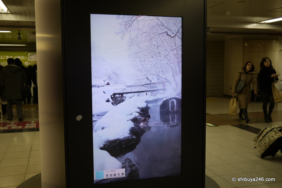 I took this photo of a monitor at Tokyo Station a few months ago. Looks similar to the ones now at Shinagawa Station.
