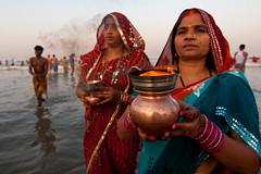 Spiritual Flames (Ashish T) Tags: ocean sea woman sun india men colors festival night canon lowlight women worship colorful indian religion tokina celebrations ritual mumbai hindu hinduism puja prayers 1224 chhath 40d socialaffairs ashishtibrewal