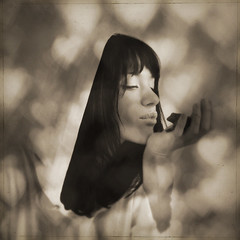 trill (honeypieLiving) Tags: light shadow portrait blackandwhite love girl sepia vintage hearts kiss bokeh sister frog explore squareformat textured fotografi  skugga ljus portrtt groda kyss krlek kissingfrogs honeypieliving theconsiderategardener