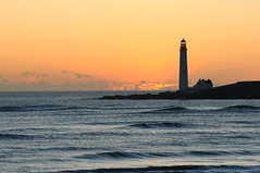 Scurdie Ness lighthouse sunrise, Montrose, Angus (iancowe) Tags: lighthouse sunrise scotland angus scottish stevenson montrose ness gloaming ferryden scurdieness scurdie wbnawgbsct