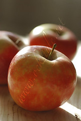 Fruit - Apples: Red Apples on Wood