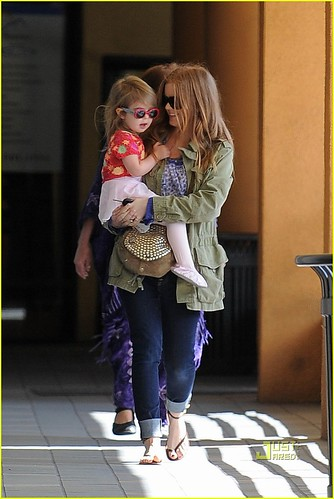 isla fisher daughter olive. Isla Fisher and her adorable