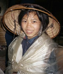 Pretty Hmong girl in plastic with broken conical hat; SaPa, Vietnam (Lon&Queta) Tags: people asia pretty native hats vietnam bonita 1995 sapa laocai scanneg gpsapproximate timeincorrect
