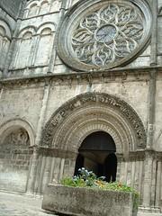 Eglise - Saint-Léger - rosace (Charente Tourisme) Tags: architecture cognac eglise charente lacharente artroman lacharente16