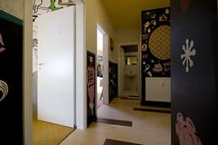 Gang_IMG_3285 (Labyrinth Hostel Weimar) Tags: colour art sign loft graffiti design weimar jugendherberge hostel bed bett play floor sleep room zimmer dorm salon farbe labyrinth spiel mirrow flur herberge einzelzimmer