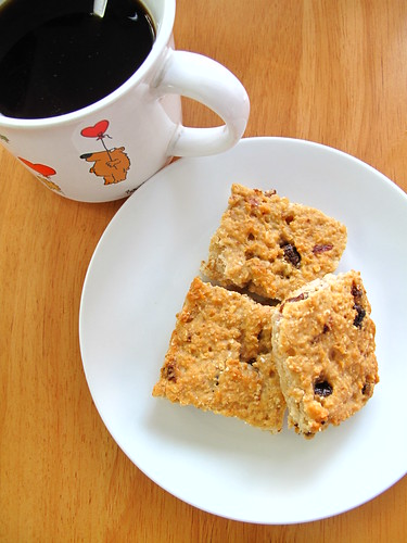 IMG_4679 Breakfast - Low Fat Chewy Raisin Oatmeal Bar 低脂葡萄麦片块