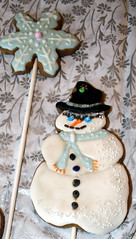 Badlands Snowman (alicakescupcakery) Tags: snowflake snowman cookie mask alicakes alicakescupcakery