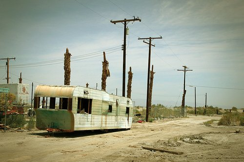 a trailer in Salton City (by: Jeremy Engleman, creative commons license)
