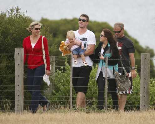 preppie_-_miley_cyrus_visiting_liam_hemsworths_family_and_friends_in_phill_00101