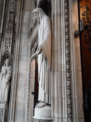 Lee Lawrie: Reredos and Statues at St. Thomas Church in New York (Gustavo Thomas) Tags: sculpture usa ny newyork architecture buildings arquitectura edificios churches escultura temples templos iglesias 1906 stthomaschurch 1913 leelawrie eeuu ralphadamscram bertramgrosvenorgoodhue episcopalparishchurch frenchhighgothicstyle