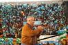 Javier Arenas da las gracias al público por Populares Granada