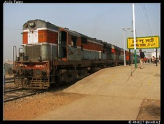 2472 Swaraj Express (Ankit Bharaj) Tags: india station train dc diesel indian air platform engine twin double motors cylinder series locomotive brake express 16 railways ldh jammu ankit tawi ludhiana swaraj alco irfca wdm2 bharaj flickraward wdm2a heahed