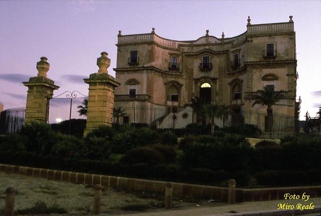 Villa cattolica all'alba Bagheria
