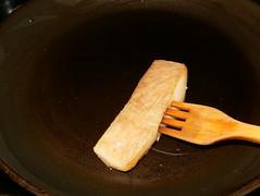 Filloas de piquillo con bacalao-tocino