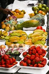 Feira Vila Mariana (cleberab) Tags: flores frutas canon pastel banana pombo feira peixe 28135 morango maa melo carambola garapa