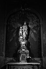 15 - Paris - Descendre le boulevard Magenta avec la nuit - Eglise Saint-Laurent - Notre-Dame des Malades (melina1965) Tags: îledefrance paris février february 2017 10earrondissement 75010 nikon d80 noiretblanc blackandwhite bw sculpture sculptures église églises church churches statue statues