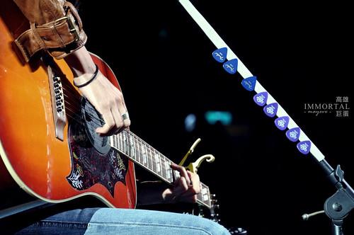 第二舞台.彈吉他