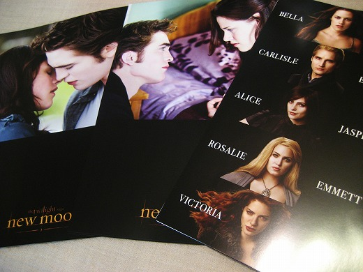 Official New Moon Press Sheet signed by Robert Pattinson and the director           Chris Weitz