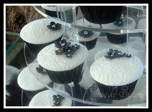 Black White Wedding by Cupcake Sisters Senel