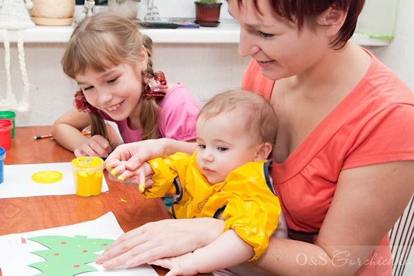 Люда, Ангелина и Олюшка рисуют