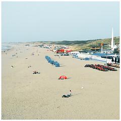 scheveningen 01 (schnell und vergaenglich) Tags: beach strand scheveningen denhaag zuidholland strandleben freizeitmenschen