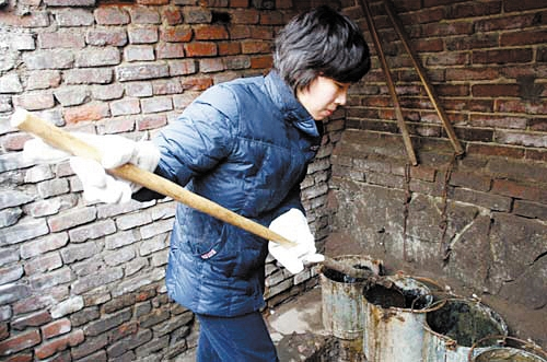 Jianan five college grads hired to clean dry toilets