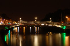 Ha'penny Bridge - Dublin, Ireland (fisherbray) Tags: bridge ireland dublin water river hapennybridge riverliffey countydublin ire bailethacliath 5photosaday wellingtonbridge liffeybridge fisherbray