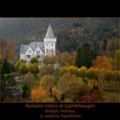 Autumn colors at Gamlehaugen - Bergen, Norway (Papafrezzo,  2007-2012 by www.papafrezzo.com) Tags: autumn red orange yellow norway bergen royalfamily gamlehaugen royalresidence michelsen kielland
