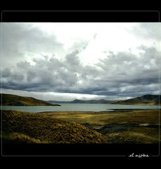 under the inkas' sky >< bajo el cielo de los incas (el noos) Tags: light lake love luz peru inca landscape lago agua amor country per glad sierra inka soil melancholy patria puno tierra melancolia motherland serrana dicha elnoos