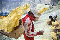 baskets on the back - Kawah Ijen (Maciej Dakowicz) Tags: sea lake water work indonesia java asia smoke health labour environment sulphur worker sulfur heavy hazardous kawahijen souheasasia