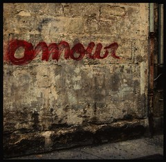 Amour? (Percolatrice) Tags: street red white black art love wall painting dead photography death star photo paint grafiti tag amour graphiti rue