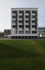 Bauhaus (LichtEinfall) Tags: architektur bauhaus osten dessau 1926 sachsenanhalt raperre oh086bhda