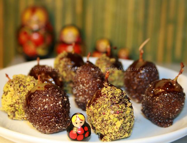 foto immagine Chicche d'uva al rhum ricoperte di cioccolato e pistacchio