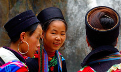 Hmong Ladies of Sa Pa (avp17) Tags: people vietnamese hill north vietnam tay cai dao lao sapa hmong