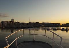 Llegando a puerto (Pablo Menezo) Tags: puerto muelle barco gijon xixon deportivo proa