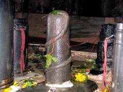 The Lingam (Linda DV) Tags: travel people india canon geotagged temple prayer shiva assam 2008 siva lingam sevensisters puja sivasagar sibsagar shivalingam 7sisters northeastindia powershots5is lindadevolder sivadol phalliclingam