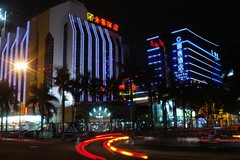 Zhuhai - Gongbei Hotels (cnmark) Tags: china road light building night geotagged hotel noche long exposure traffic nacht trails guangdong noite  nuit notte zhuhai nachtaufnahme gongbei    allrightsreserved jinye yingbin guotai  mygearandmepremium     geo:lat=22222981 geo:lon=113548127