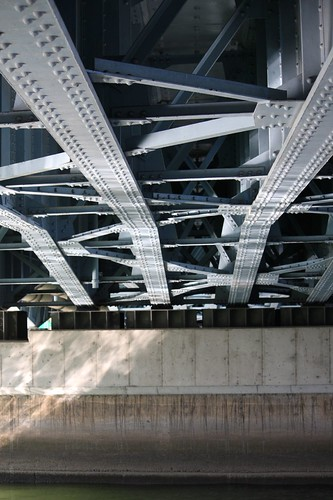 A powerful bridge girder