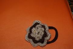 DSC_0008 (elisabetta mastrosimone) Tags: lana fiore con alluncinetto fermacoda