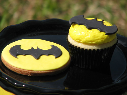 Batman Cookie and Cupcake