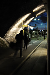 Une soirée ordinaire en banlieue (philoufr) Tags: station night train powershot quay nuit quai sncf canonpowershots90 garedeconflansfindoise