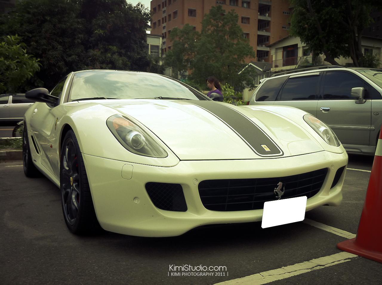 Ferrari 2011.06.10-003