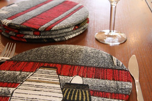 Reversible Barkcloth Placemat Cosy