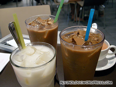 Four cups of beverages for two person!